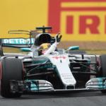 V proměnlivých podmínkách na Silverstone ovládl kvalifikaci Lewis Hamilton