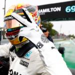 Po vleklých prodlevách kvůli dešti opanoval kvalifikaci na Monze Lewis Hamilton