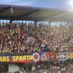 Válka mezi fanoušky Sparty! Proč fanklubáci z protilehlé tribuny vypískali kotel?